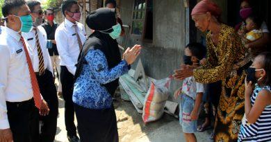 Pemkab Kendal Serahkan Bantuan Jaring Pengaman Sosial di Kecamatan Ngampel